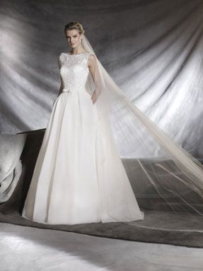 Svatební šaty Pronovias 2017 ve svatebním domě NUANCE. Model Ovega.