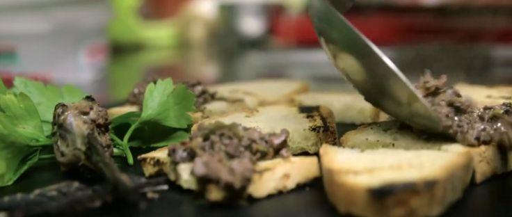 Das darf niemand in Deutschland essen! Merdocchio, die verbotene Delikatesse Italiens.  Oftmals verzaubern uns die Italiener mit ihren Kochkünsten, doch es es gibt auch Speisekarten, bei denen uns Deutschen die Spucke wegbleibt... Merdocchio ist ein traditionelles Gericht aus Schnepfen-Innereien samt Exkrementen. Allerdings