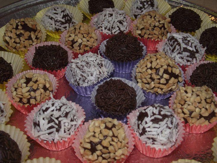 Easy Chocolate Truffles Recipe (3 ingredients!)