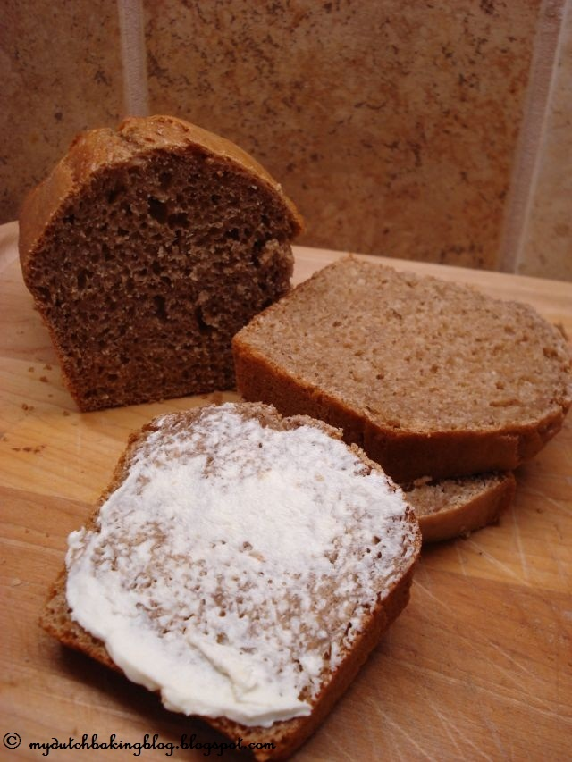 The Dutch Table: Honingkoek (Dutch Honey Cake).  I grew up with this yummy bread! In holland we have what we call room boter ( cream butter) which is like the best butter ever! Sadly I haven't found that type of butter in the USA yet. :(