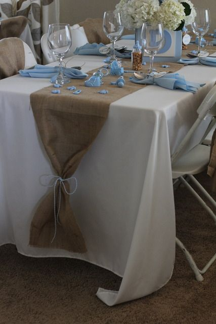 Interesting way to tie the end of a burlap table runner! But with twine. Would be pretty to use ribbon for a floral or lace tablerunner.