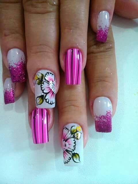 Unha diferente de Karol belas unhas. Different nail. Uña diferente. Unghie different.