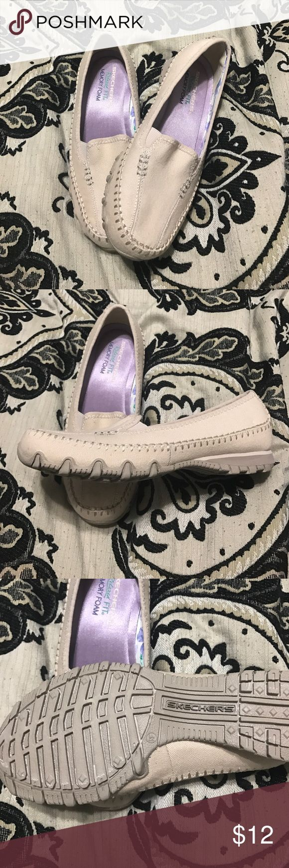 Sketchers size 6 cream loafers Relaxed fit memory foam super cute and comfortable Skechers Shoes Flats & Loafers