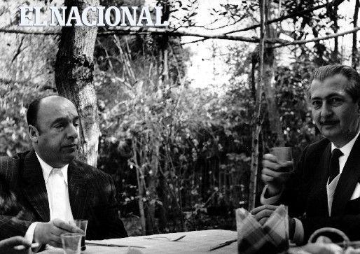 Proyecto de arte fotográfico. Vicente Gerbasi, poeta fundador del grupo Viernes junto a  escritor chileno  Pablo Neruda, en la localidad Pomaire, Chile. 1959. (Colección Archivo El Nacional)