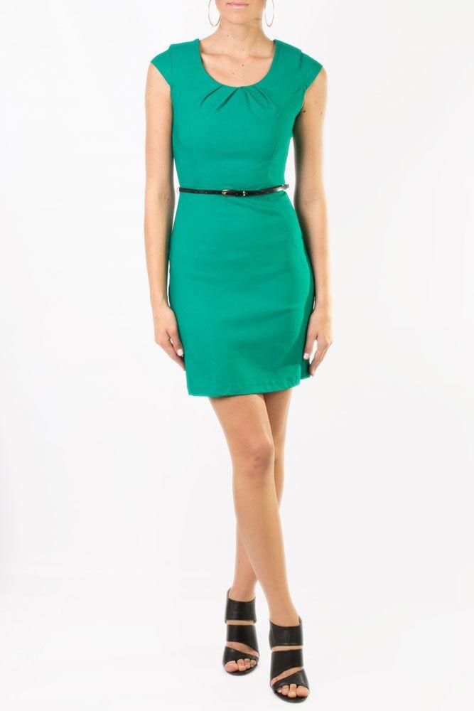 Vestido en color verde, manga corta, cuello redondo que puedes lucir perfecto en la oficina.