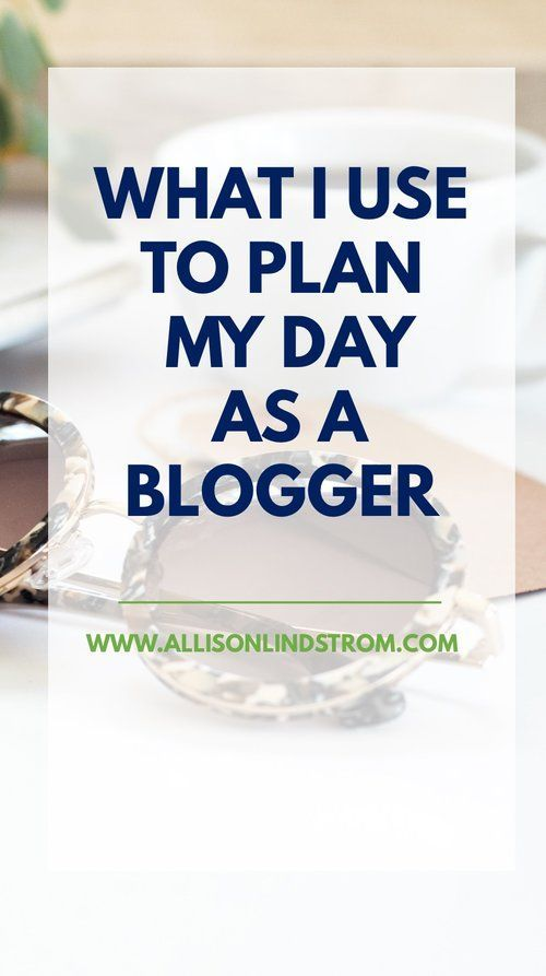 I get so many questions about what I use to plan and organize my blog content so I'm excited to share a sneak peak into everything today! I've got a favorite planner, calendar, notebook, and even pens so let's get started. | Blog Planning Organization: Pl