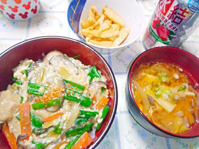 昼に見て、分葱がまだあったので。 サバ缶とたけのこの郷土料理、たけのこ汁と。 自家製メンマで晩酌。 - 11件のもぐもぐ - 鶏肉とわけぎの卵とじ丼by3分クッキング by blueapplec5