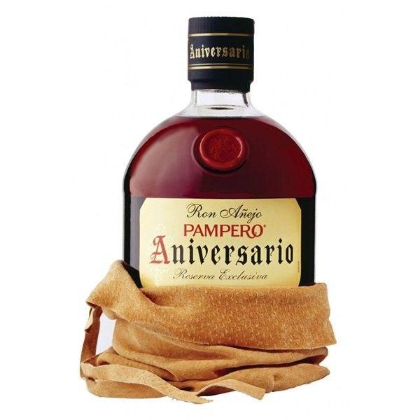 """Ron Pampero Aniversario por sólo 19,50 € en nuestra tienda En Copa de Balón:    https://www.encopadebalon.com/es/ron/640-ron-pampero-aniversario    Ron Pampero Aniversario salió al mercado en 1963, como un ron excepcional, para conmemorar el 25 aniversario de Industrias Pampero.  Industrias Pampero se funda en Venezuela en el año 1938, conocido allí como el """"caballito frenao"""" por su logotipo, fue el primer ron que obtuvo la categoría de añejo en ese país."""