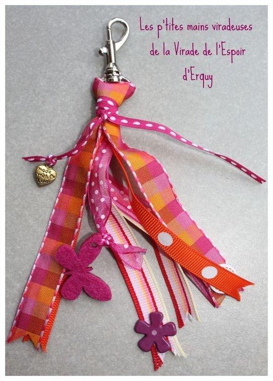 Porte-clés grigri rose et orange.