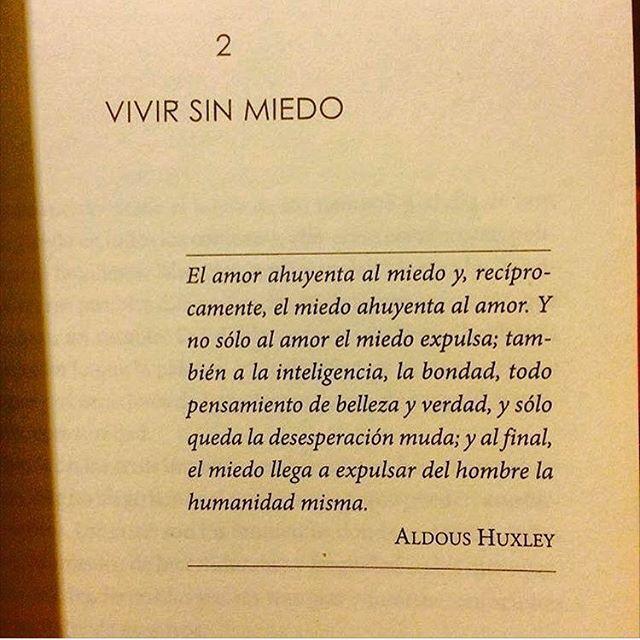 """""""El amor ahuyenta al miedo y,recíprocamente,el miedo ahuyenta al amor.""""Vivir sin miedo,Aldous Huxley."""