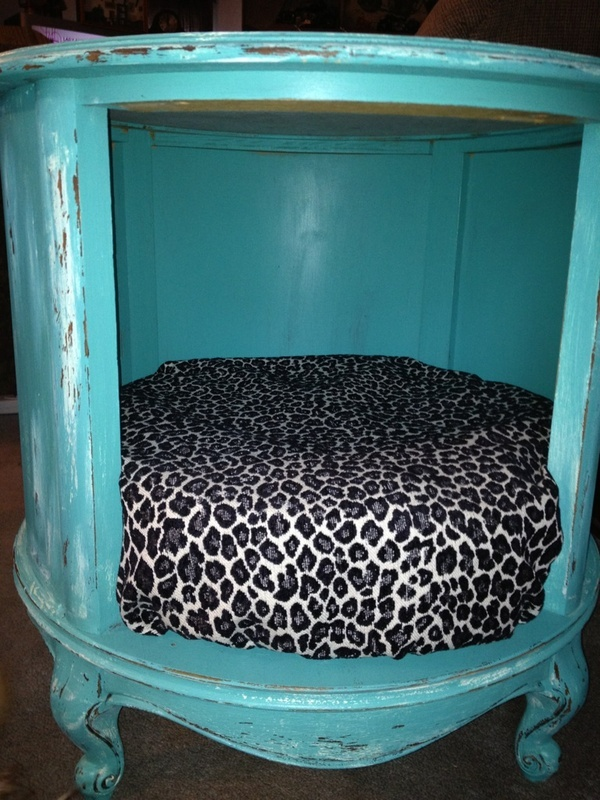 Thrift Store End Table Turned Into A pet Bed. Must keep this in mind..: Idea, Pets, Pet Beds, Thrift Stores, Dog Beds, End Tables, Animal