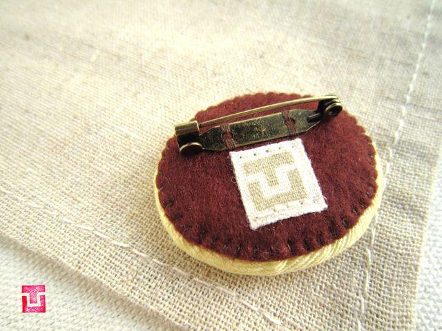 チョコドーナツの刺繍ブローチ   ハンドメイド、手作り作品の通販 minne(ミンネ)