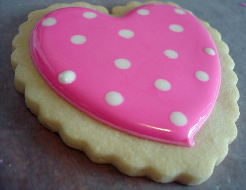 polka dot cookie: Dots Heart, Cookies Monsters, Polka Dots Cookies, Cookies Decor, Heart Cookies, Decor Cookies, Cakes Decor, Dots Decor, Cookies Tutorials