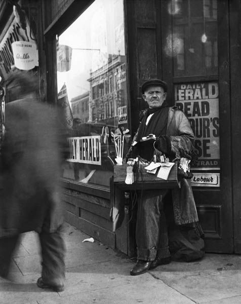 Street vendor on Bethnal Green Road, 1952