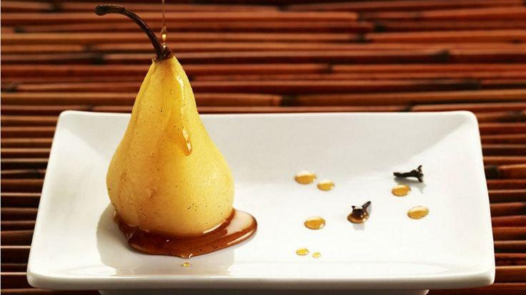 Prepara unas peras caramelizadas con chispas de tocino