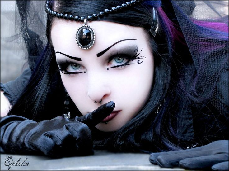 Goth Princess| Be Inspirational ❥|Mz. Manerz: Being well dressed is a beautiful form of confidence, happiness & politeness
