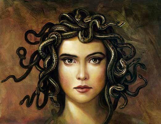 Medusa: Tarihin ilk nazarcısı. Bakışlarıyla her şeyi taşa döndürüyordu. Büyük ihtimalle sözleri de insanları yılan gibi soktuğundan; sanatçı tarafından saçları yılan şeklinde betimlenmiş.