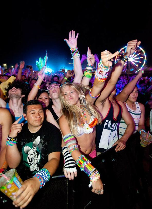 59 best images about rave babes on pinterest pastel sky for Best rave songs ever