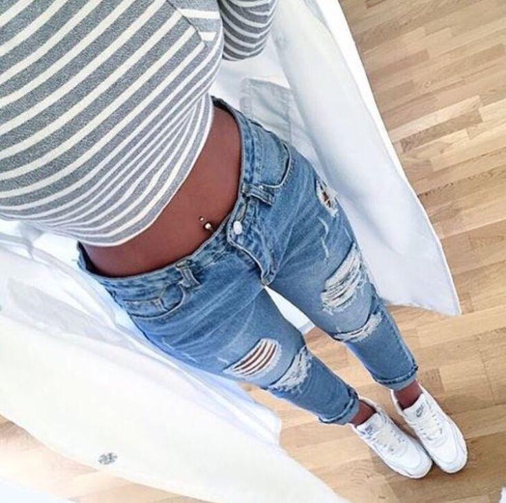 Картинки девушек в разорванных джинсах