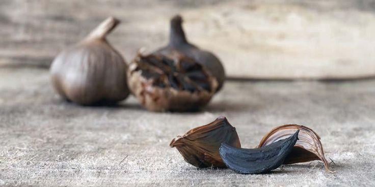 Descubre las propiedades y los beneficios del ajo japonés, más conocido como ajo negro, y añádelo a tu dieta alimentaria.