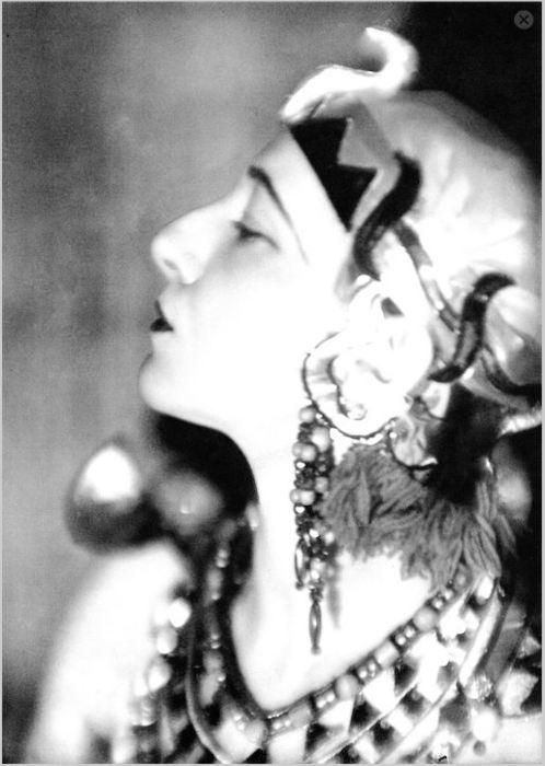Germaine Krull - Dancer. Java, 1930.
