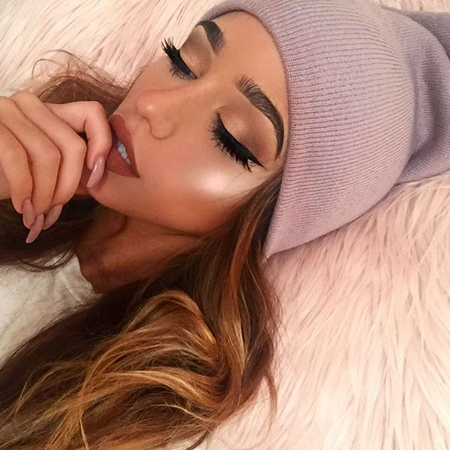 Love the makeup, but the highlight is a bit too much for me