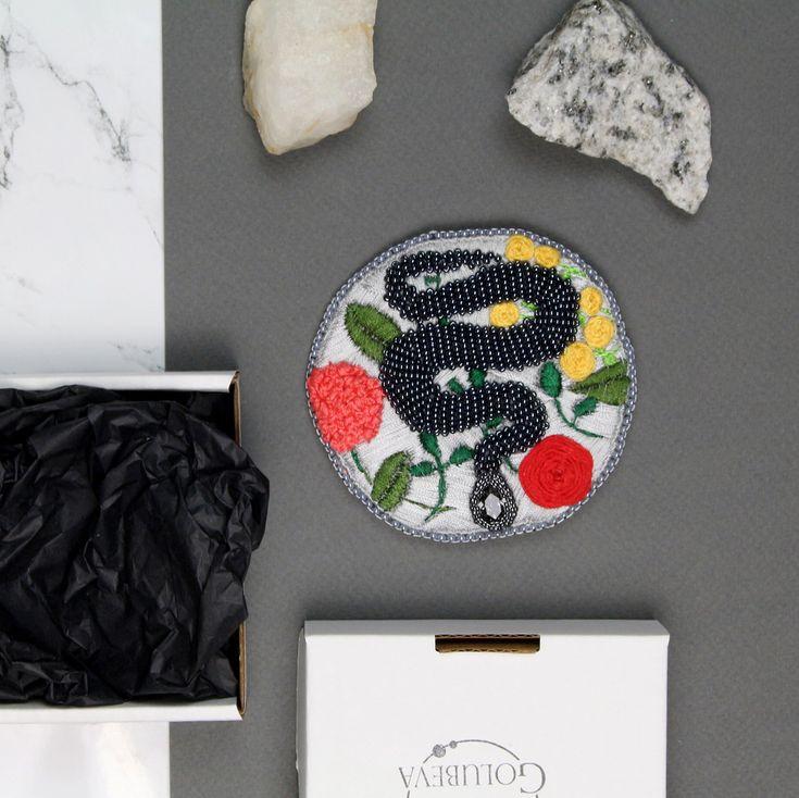 "82 отметок «Нравится», 1 комментариев — Beaded Jewelry Embroidery Art (@golubevaembroideryart) в Instagram: «Beaded brooch ""Snake's well"". 🐍 I like snakes. Sometimes ago I planned to buy one. But it's too…»"