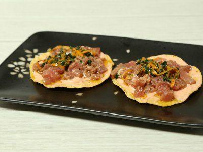 Te comparto mi secreto para saber cómo hacer unas deliciosas <strong>tostadas de lonja de atún marinado</strong>, ya sea para botana o plato fuerte. ¡Quedarás como una gran anfitriona!