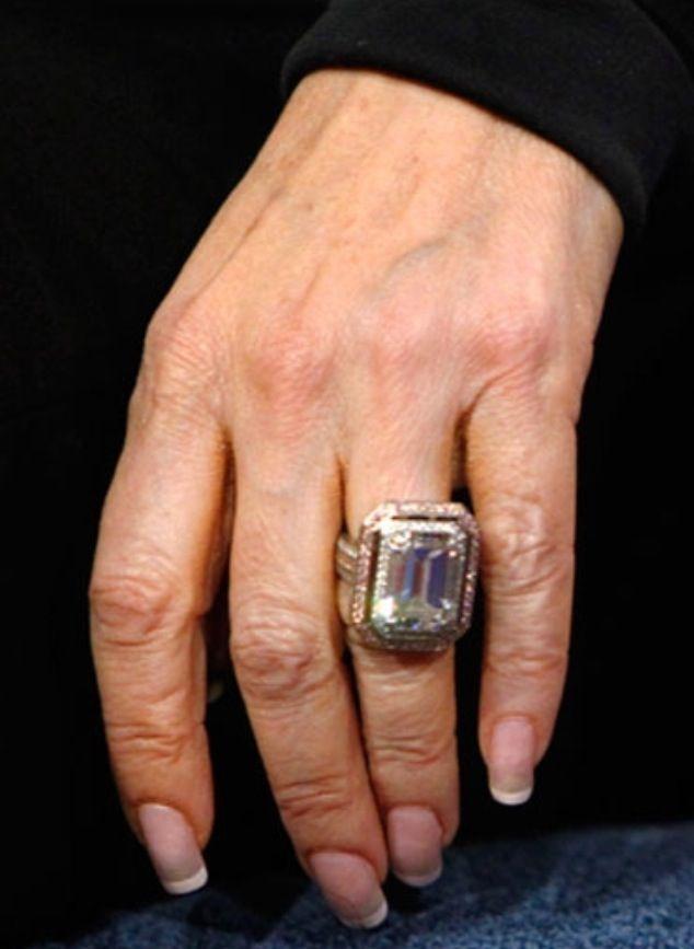 lisa vanderpump engagement ring celebrity jewelry