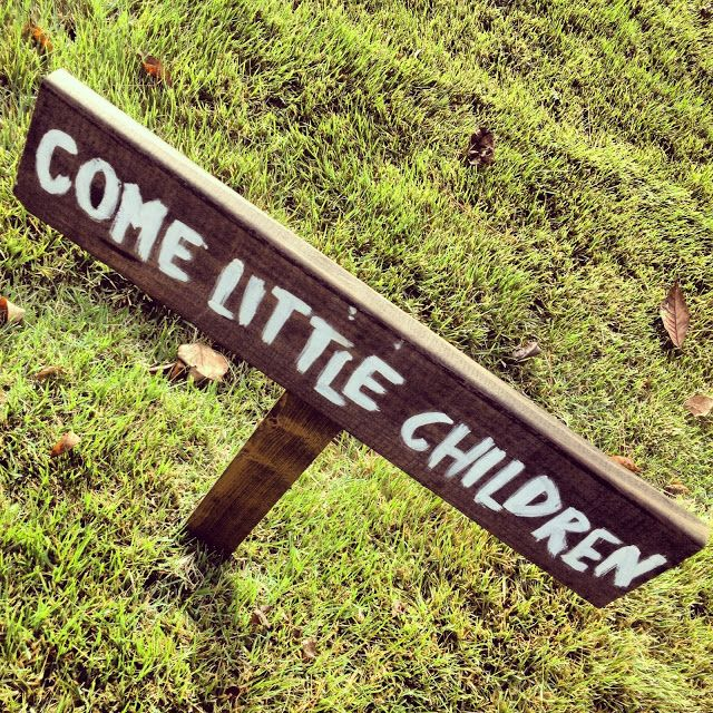 """Come little children: Hocus Pocus lawn sign.  You really have to make one of these for your lawn, a perfect way to greet your guests.  Hocus Pocus Halloween Party decoration ideas."