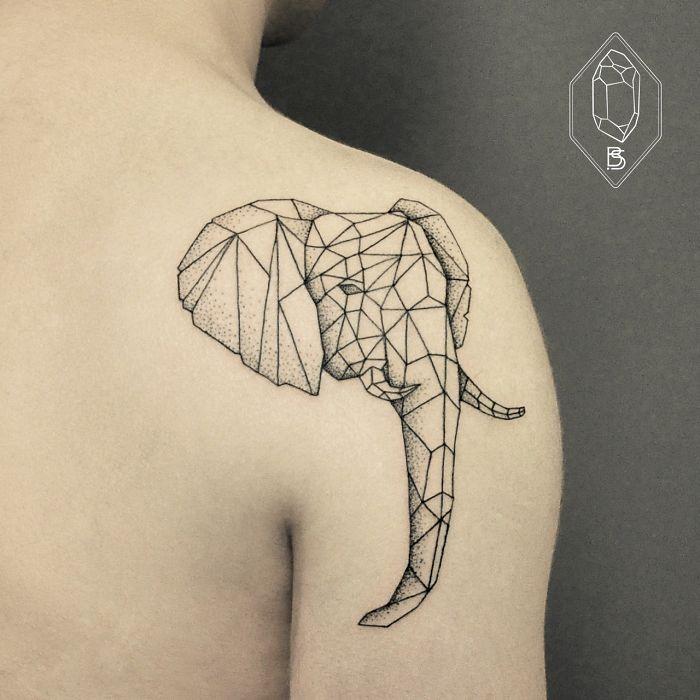 Les tatouages à base de lignes géométriques et de points de Bicem Sinik…