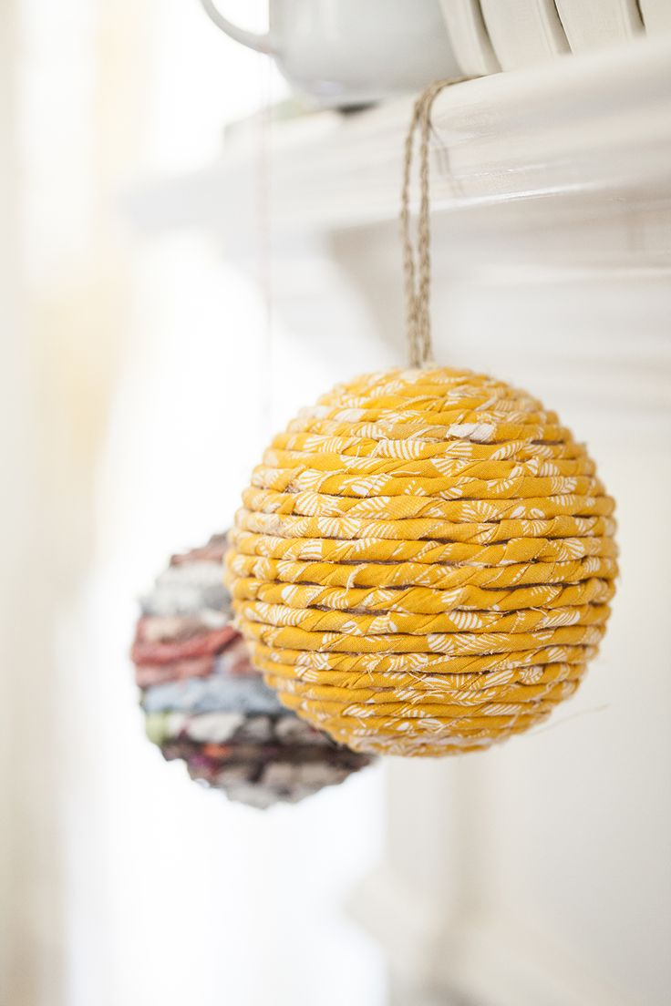 Christmas craft - easy DIY wrapped ball ornaments (fabric seems like a  better idea than paper)