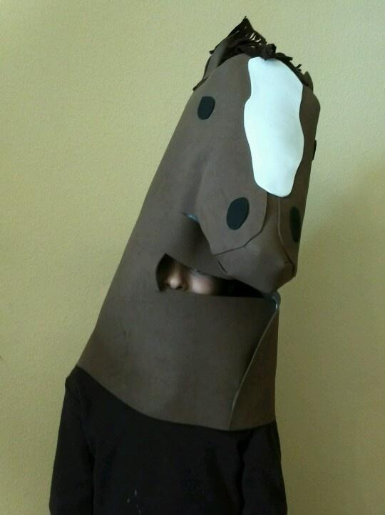 Horse custome / disfraz de caballo. Viva la goma eva!