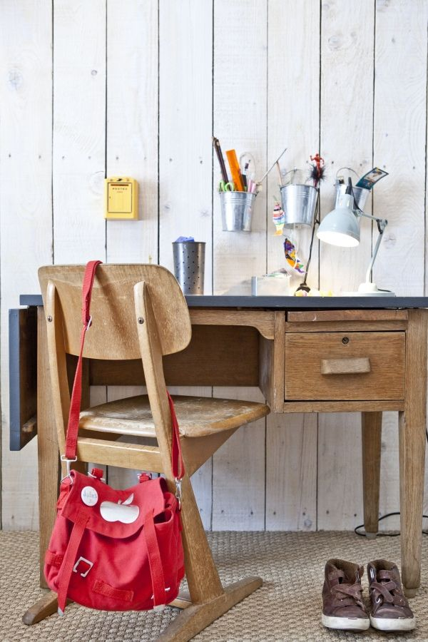 the boo and the boy kids desk spaces like the bag