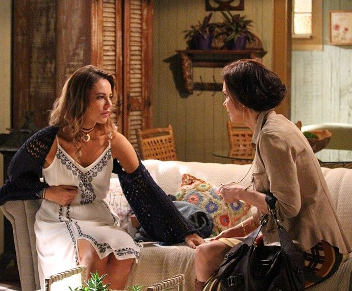 Dorotéia conta à filha que Felipe marcou encontro com Lívia (Foto: Evellyn Pacheco/Gshow)