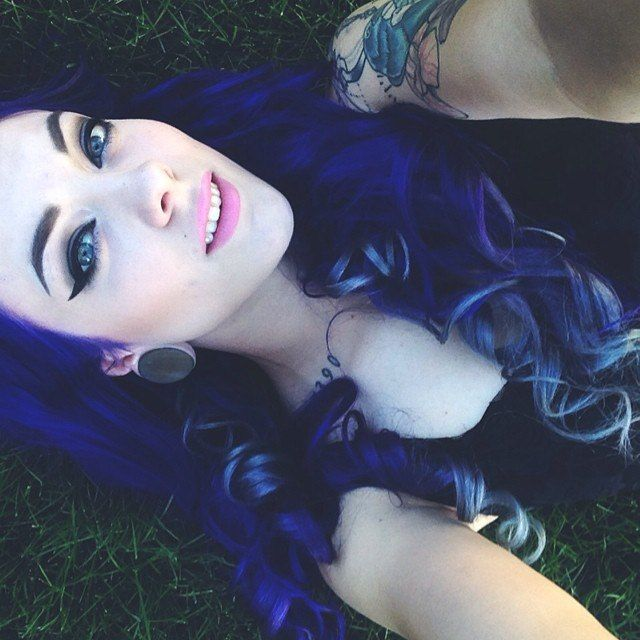 "Вы можете добиться тёмно-синего цвета волос (dark blue hair) при помощи краски ""MIDNIGHT BLUE"" http://punkycolour.com.ua/magazin/midnight-blue-kraska-dlya-volos-punky-color-opisanie"