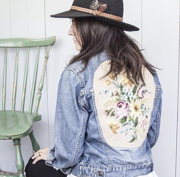 Jeansjacka med broderade blommor på ryggen. på Tradera.com - Damjackor