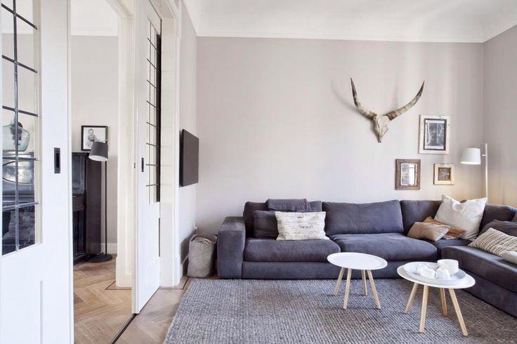 mooie kleur muur en heerlijke hangbank