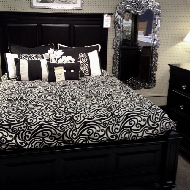 value city furniture bed room set 3
