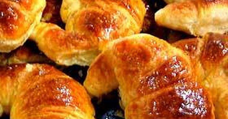 Fabulosa receta para Medialunas de manteca argentinas . Las medialunas son parte de las facturas argentinas, tal vez la mas tradicionales, paso a paso yo hago las medialunas dulces fáciles. Típicas para el desayuno, merienda, para tomar con el mate, en la hora del té o en un día de lluvia.
