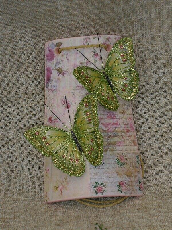 Tegolina con farfalle verdi
