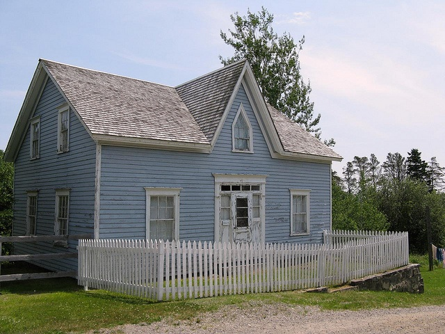 Sherbrooke Village depicts a typical Nova Scotian village from 1860 to pre-WW1. With approximately 80 buildings, over 25 of those open to the public, most with costumed interpreters, it is the largest Nova Scotia Museum site. Visit the working woodturner shop, blacksmith, pottery shop, and printery. Built on an economy of ship building, lumbering and gold mining, Sherbrooke Village reflects Nova Scotia as it was during its industrial boom in the late 1800s and early 1900s.