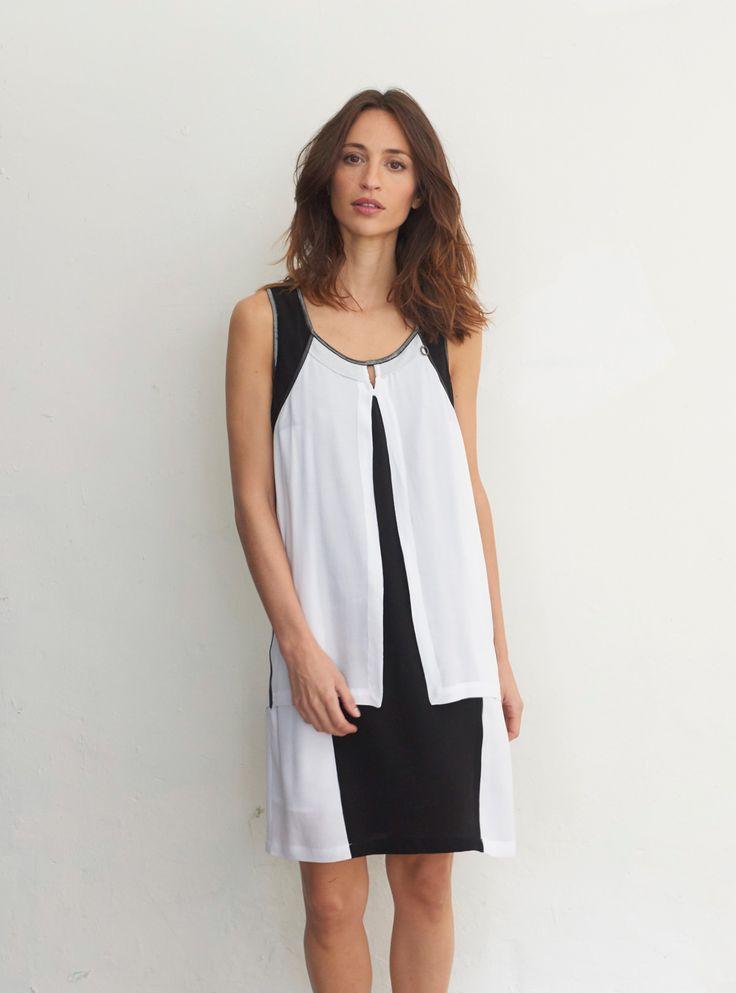 Robe noire et blanche pour femme, sans manche, découpes originales