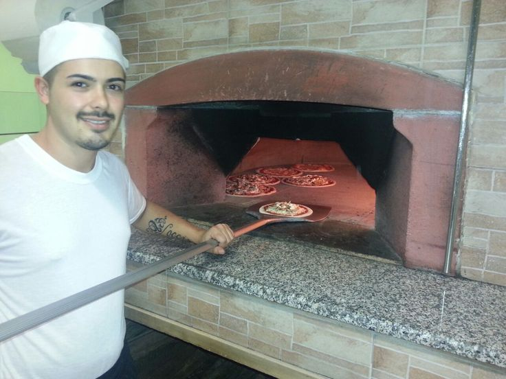 Tanto spazio e tante #pizze nel #forno #professionale #ZioCiro #DonGennaro! Ringraziamo Gaetano e la pizzeria @LaRaganella per queste foto!  A lot of pizzas in the ZioCiro #professional #oven DonGennaro! Thanks to Gaetano and the pizzeria @LaRaganella for these pictures!