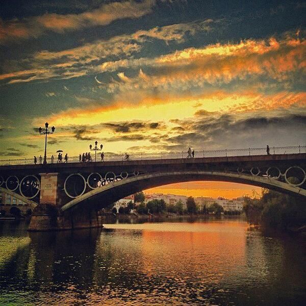 Atardecer en el Puente de Triana (Sevilla) / Sunset in the Puente de Triana (Sevilla), by @PaisajeGeo