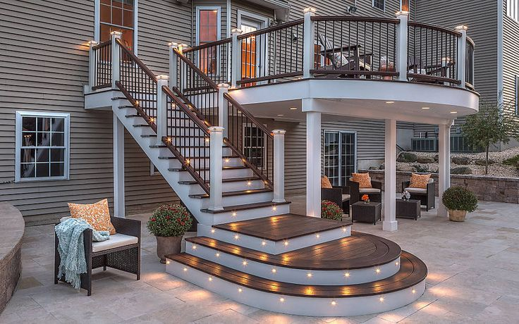Trex Transcend® Composite Decking - Spiced Rum and Railing -Trex