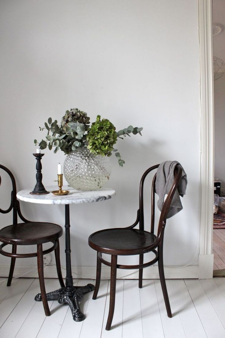 Marble table and Thonet wooden chairs.