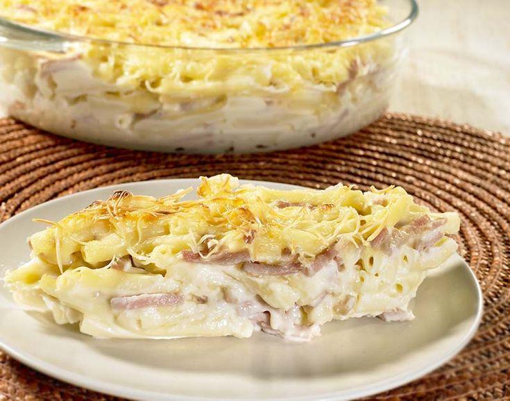 Macaroni met zalmhaasje, courgette en kaassaus