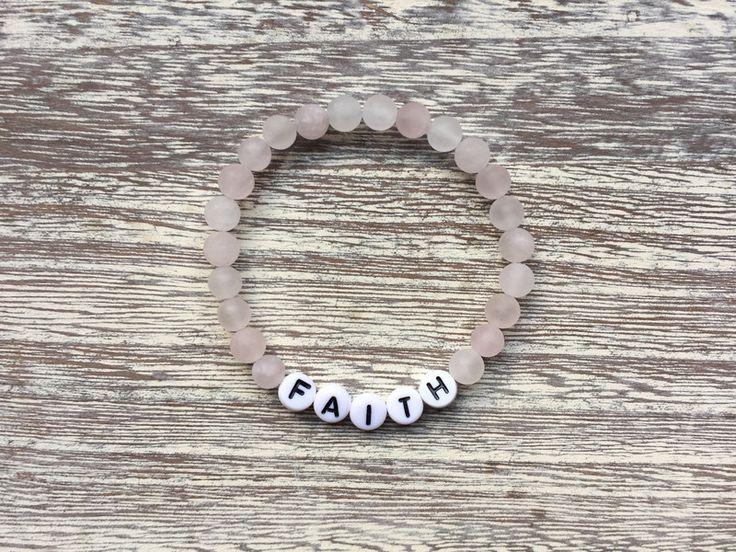 Hübsches Namensarmband mit Rosenquarz matt Perlen von  Rogarii ♡  auf DaWanda.com