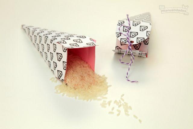 Conos de arroz para las bodas